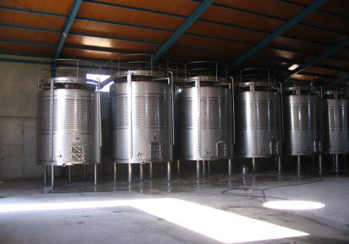 Depósitos de Fermentação Tintos 25.000L; Ind. Vinicola; Pio Nunez; 2006